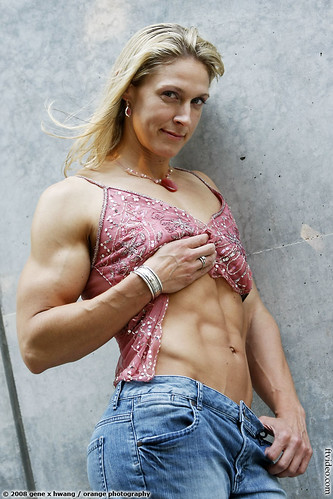Shawna Walker Of The SF Bay Area Shows Her Abs