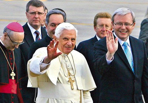 the pope waves to his fans