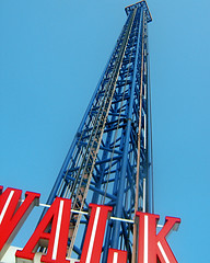 Boardwalk tower @ Kemah Boardwalk (RobertBotelloJr) Tags: blue red sky tower architecture fun nice view sony cybershot clear tall heights sonycybershot boardwalktower