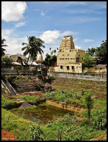Ekambaranathar Temple Gopuram and Tank