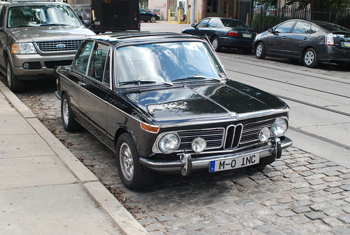 BMW 2002tii · Streetcar Track Construction