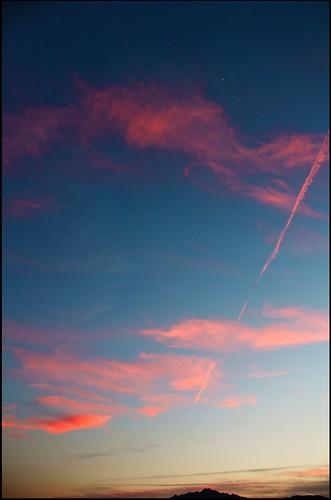 «Amare è essere due in uno: un uomo e una donna fusi come angeli in cielo.» Victor Hugo