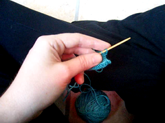 how I knit (Mary-Heather) Tags: video knitting bandwagon ididntrealizemyhouseisechoeybutiguessmaybeitsthetilefloors thankyoucaroforthetipaboutusingyourbratoholdthetripod