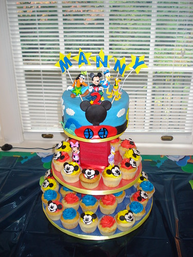 A collaborative effort…great micky mouse decoratins liz, nice cupcakes nancy