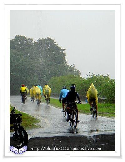 081108Miruku雨天行進曲15_也有人不畏大雨勇往直前