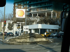 Shell Stations in Montreal: Cote-des-Neiges Road at Ridgewood Avenue. (Steve Brandon) Tags: city winter snow canada trafficlights cars sign geotagged traffic montral quebec montreal hiver shell gasstation qubec signage neige autos circulation automobiles ville voitures servicestation petrolstation cdn  fillingstation ctedesneiges  royaldutchshell   shelloil    feuxdecirculation ruectedesneiges   shelllogo shellsign boulevardctedesneiges  chemindelactedesneiges avenuectedesneiges cotedesneigeroad  shelloillogo