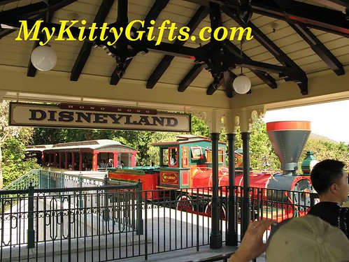 Hello Kitty's View of Excursion-type Train in Disneyland Railroad, Hong Kong