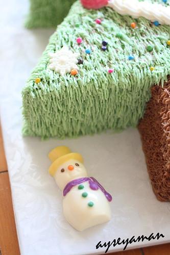 Yilbasi Agaci Seklinde Pasta ve Yilbasi Cikolatalari