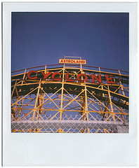 Cyclone. (Ryan Christopher VanWilliams - NYC) Tags: nyc newyorkcity summer ny beach brooklyn fun coneyisland island williams bronx manhattan queens ferriswheel amusementpark rides coney seashore cyclone wonderwheel staten thecyclone astroland brooklynusa vanwilliams rvw brooklyncyclone ryanchristophervanwilliams rcvw