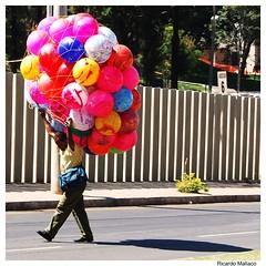 (Ricardo Mallaco) Tags: de vendedor bolas inflatable horizonte belo inflável infable