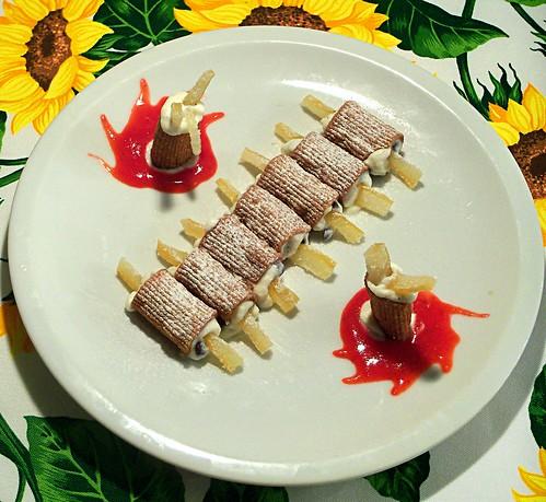 Cannoli siciliani in mezzemaniche fritte