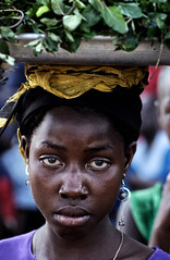 Regard dans le vide... (Laurent.Rappa) Tags: voyage africa unicef travel portrait people face children child retrato laurentr enfant ritratti ritratto regard ctedivoire peuple afrique ivorycoast ivorycost aplusphoto laurentrappa