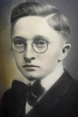 teenager w. zyl rim hs pz c 1910's portrait (pince_nez2008) Tags: nose glasses teen teenager eyeglasses youngman eyewear eyeglass pincenez noseclip noseeyeglasses