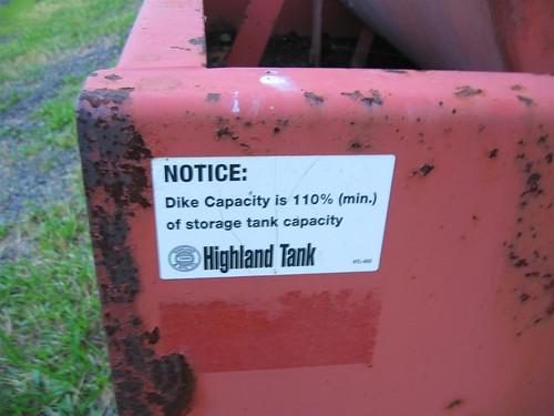 Tank dike under the oil tank