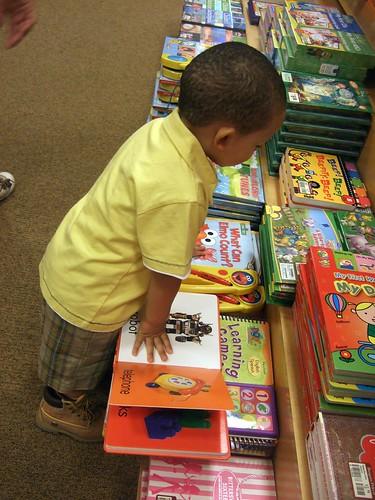 Gian is bookshopping