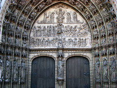 Antwerp, Belgium 112 - Cathedral of Our Lady (facade detail) (Claudio.Ar) Tags: city color history church topf25 europa europe cathedral belgium sony gothic catedral iglesia ciudad antwerp belgica soe dsc historia breathtaking amberes h9 cubism gtica blueribbonwinner cathedralofourlady vob onzelievevrouwekathedraal cruzadas bej specialtouch shieldofexcellence platinumphoto anawesomeshot cameradeourobrasil citrit theunforgettablepictures newacademy overtheexcellence betterthangood theperfectphotographer goldstaraward dragongoldaward multimegashot damniwishidtakenthat magicdonkeysbest claudioar claudiomufarrege daarklands magicunicornverybest