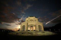 Moon rising, Vista House (Matt Abinante) Tags: longexposure nightphotography night oregon portland stars columbiariver moonrise pacificnorthwest pdx portlandor crownpoint columbiarivergorge vistahouse