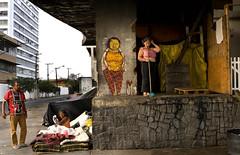 osgemeos at cambuci (Ana Luz) Tags: brazil woman building luz graffiti ana mulher paulo são bairro analuz grafite osgemeos cortiço cambuci barraco