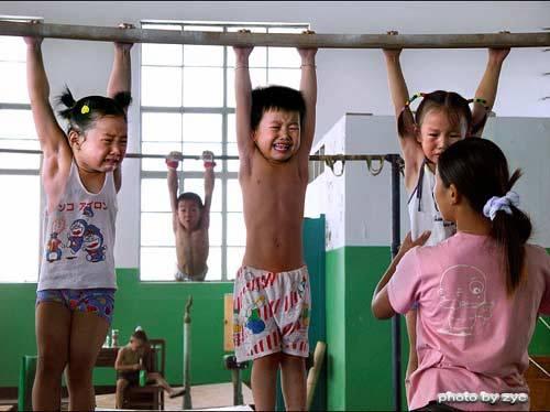 Niños Chinos maltratados para JJ.OO
