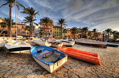 Port Andratx, Mallorca, Spain - Aground (5ERG10) Tags: trees sunset beach sergio clouds port photoshop puerto islands boat nikon barca run barche palm porto colourful aground mallorca frontpage hdr highdynamicrange majorca andratx andrax portandratx balearic d300 3xp photomatix portdandratx sigma1020 dandratx portandraitx antrax balleares goldenphotographer puertoandratx encallada insecca amiti 5erg10 puertoandraitx sergioamiti