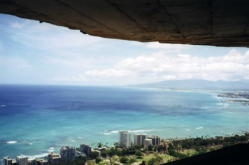 Paddock Café :: ダイヤモンドヘッドの砲台跡から太平洋を眺める