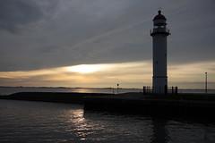 Lighthouse Hellevoetsluis (Riemer Palstra) Tags: sunset lighthouse reflection netherlands hellevoetsluis vuurtoren riemer 450d canoneos450d palstra palstraphotography