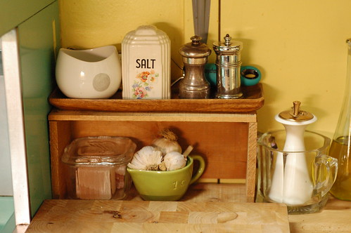 Salt and pepper shelf