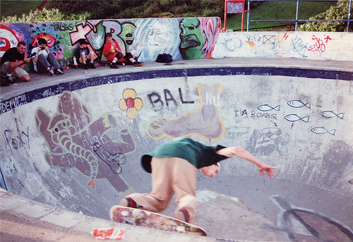 John Cardiel carving around Livingston vert pool sans pads
