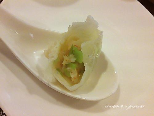 上海滬園湯包館絲瓜湯包仔細看內餡