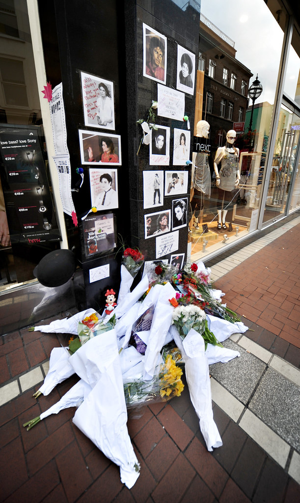 Tributes to Michael Jackson on Grafton Street