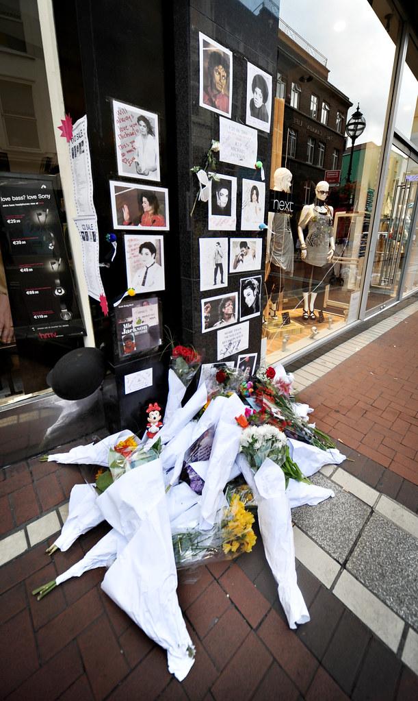 Tributes to Michael Jackson on Grafton Street