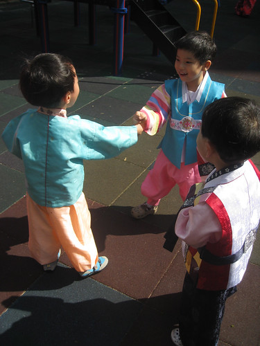 kids in Hanboks