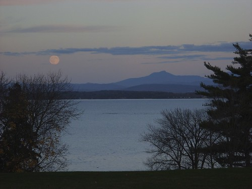 Moonrise 11/2/09, Westport, NY
