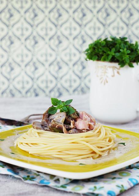 spaghetti con prosciutto funghi e asparagi