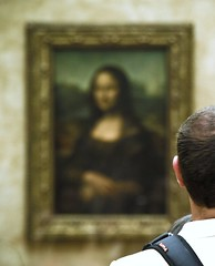 Le Louvre - Mona Lisa (Gregory Bastien) Tags: portrait paris france art tourism museum painting geotagged interestingness monalisa tourists muse explore visitors 75001 oilpainting lelouvre tourisme aficionados musedulouvre leonardodavinci touristes louvremuseum lajoconde lagioconda visiteurs italianrenaissance leonarddevinci 1erarrondissement peinturelhuile lisagherardini renaissanceitalienne pavillondenon geotagge salledestats peinturedematre toiledematre