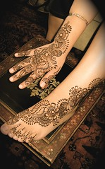 henna for lupe's hand and foot (HennaLounge) Tags: india floral arabic henna mehndi khalijee