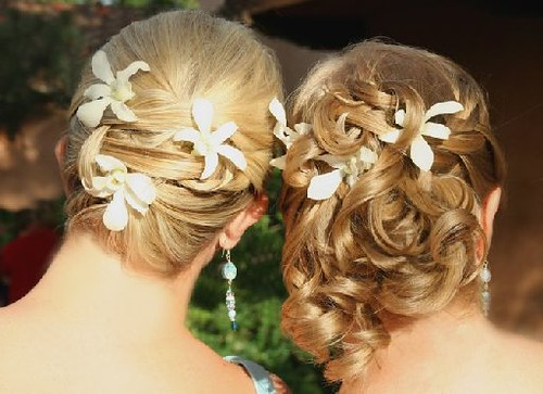 Romantic beach wedding hairstyles with flowers.