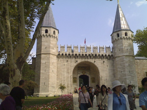 Day 15-Istanbul: Entrance to the sultan's palace on the hill of old city (Topkapi Sarayi).