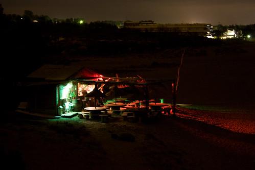 Strandhütte bei Nacht