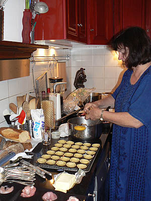 agnès dans sa cuisine.jpg