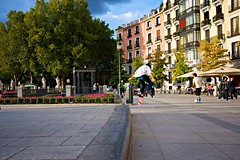 Salto / Jump (pprestel) Tags: madrid plaza square jump roller salto patin enfocando