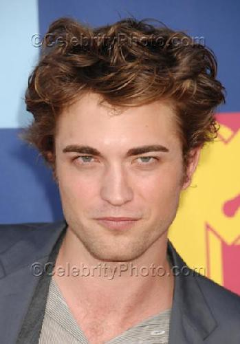 Robert Pattinson by rrobertpattinson