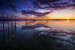 Stillness at L'Albufera lake (Salva del Saz) Tags: park sunset espaa lake reflection water valencia canon reflections lago atardecer eos spain agua long exposure raw angle natural dusk wide reflejo stillness ultra calma 1022mm hitech 1022 reflejos wetland larga waterscape albufera exposicin efs1022mm quietud humedal gnd lalbufera singleraw nonhdr 40d salvadordelsaz salvadelsaz gnd09 ylihlm