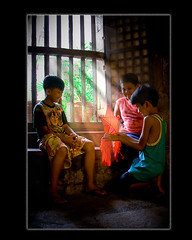 pag sapit ng pasko (Kris Carlos) Tags: christmas blue friends red green kids christmastree human bata tala parol regalo bintana pasko sunraise 3kings bituin kandila canlde kaibigan sinag mgabata pasko2008