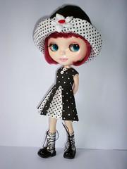 Outfit retro disponível (apenas vestido e chapéu)