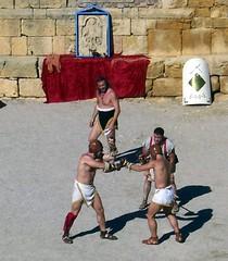 Pugnate! (ovando) Tags: arena combate lucha tarragona anfiteatro tarraco gladiador reconstruccin tarracoviva arsdimicandi