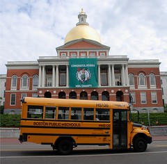 Boston 2008 (nicnac1000) Tags: usa bus boston gold massachusetts schoolbus nba celtics nbachamps bostonceltics massachusettsstatehouse charlesbullfinch buspictures ix8 nicnacx
