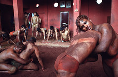 Kusti - traditional Indian wrestling (Michal Novotny) Tags: india sport fight martialart wrestling indian photojournalism novotny kolhapur kusti wwwmichalnovotnycom