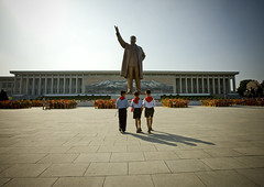 3 pioneers at Mansu hill North Korea (Eric Lafforgue) Tags: pict