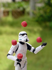 Juggling (ecpica) Tags: toys starwars steve stormtrooper juggling shellys playcommy